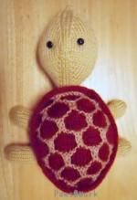 Sheldon: 亀の編みぐるみ