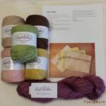 布巾のキットと毛糸