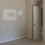 修理された壁
