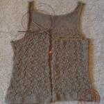 後見頃が終わり、右前身頃を編み始めました。