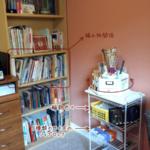 本棚とワイヤーラック