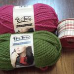 かぎ針で編むクリスマスリース:購入した毛糸とリボン