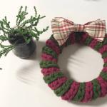 かぎ針で編むクリスマスリース (小)